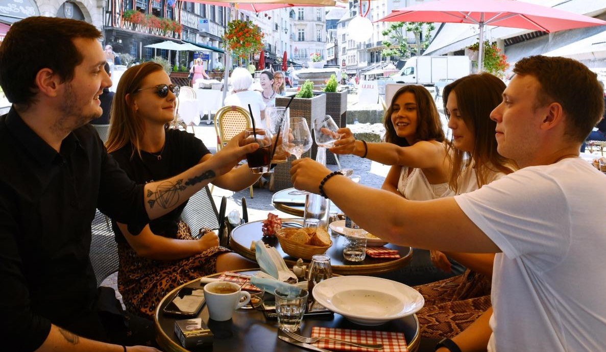 Groupe au restaurant